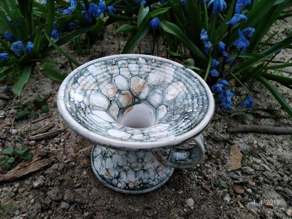 keramický svícen je vhodný naklasickou svíčku, menší kouli nebo válec