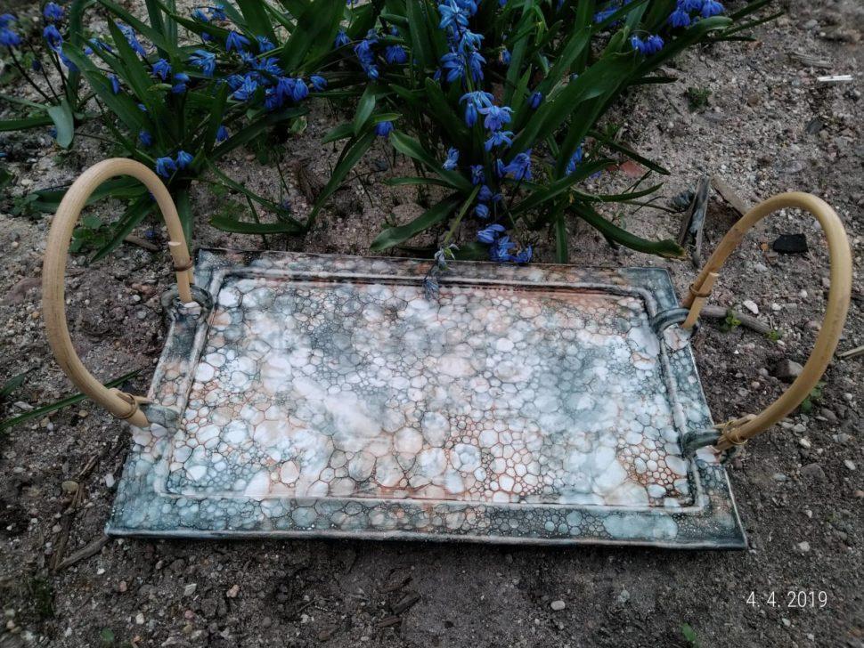 keramický tác je vhodný napřenášení hrnků, konvičky, cukřenky, medníku, mističky, příboru ajakýchkoliv pokrmů natalíři
