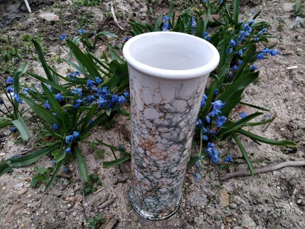 keramická váza vhodná nařezané kytky nebo naumělé květiny