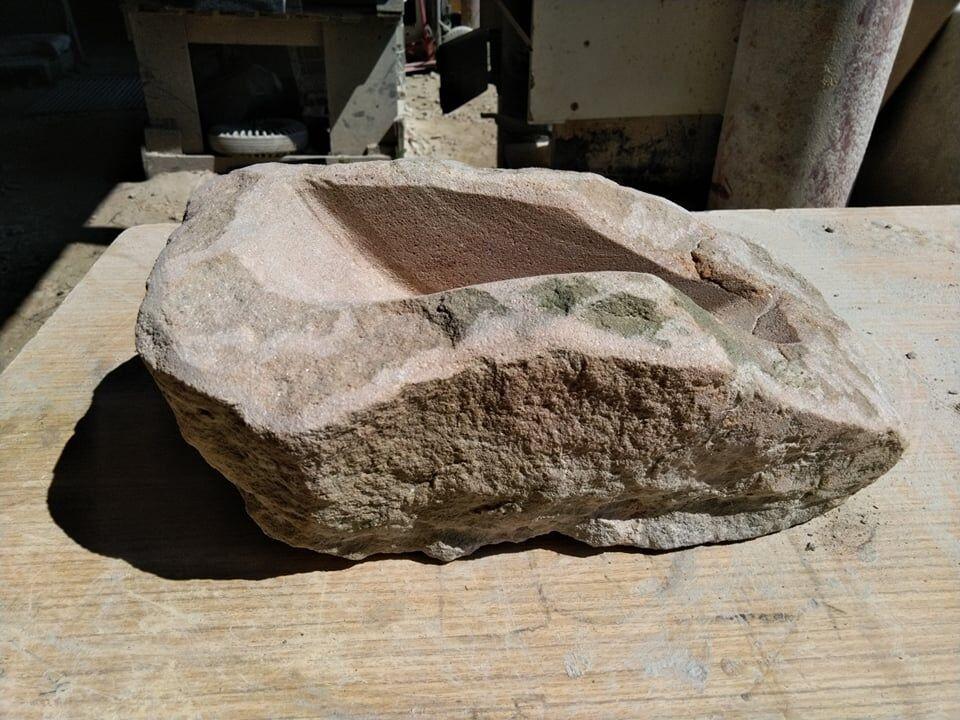 Přírodně opracovaná bonsai miska zhořického pískovce.