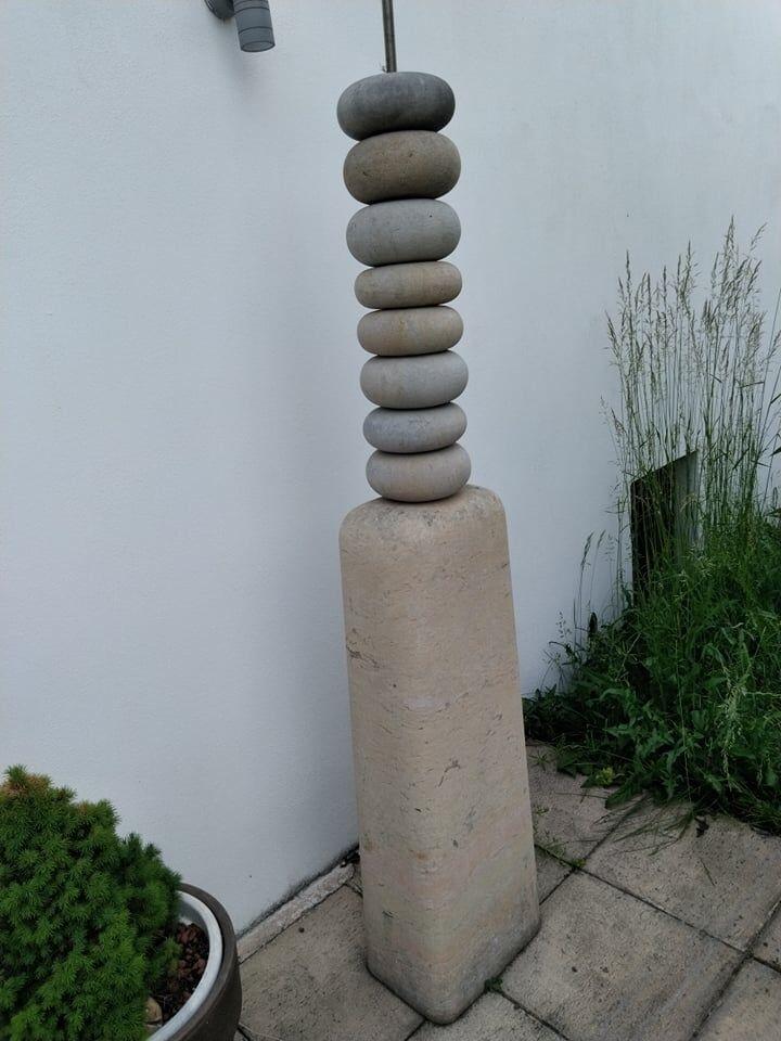 Umělecká socha zpřírodního pískovce.